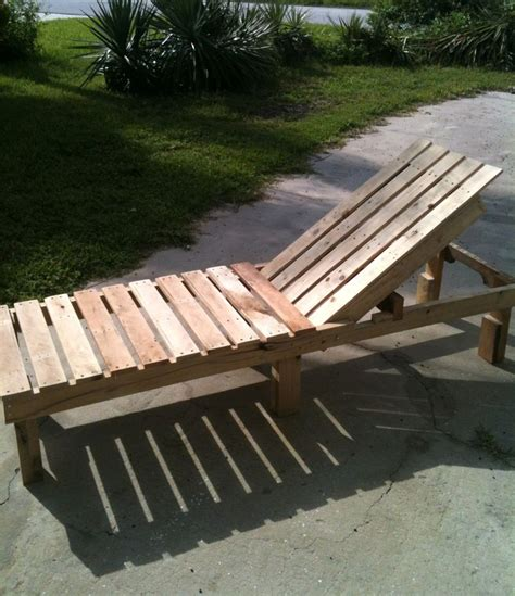 Pallet Settee by 17 Best Ideas About Pallet Chaise Lounges On