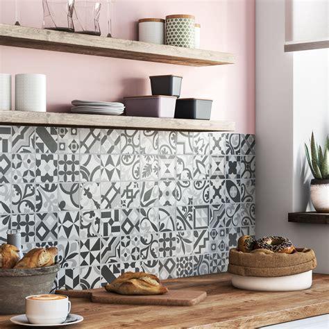 credence cuisine en carreaux de ciment patchwork de carreaux de ciment pour la crédence leroy