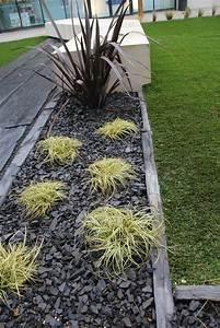 Galets Jardin Castorama : installer une bordure en piquets d 39 ardoise et planter des ~ Premium-room.com Idées de Décoration