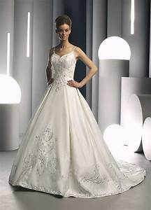 Beautiful strapless wedding dress with embroidery ipunya for Beautiful and elegant wedding dresses