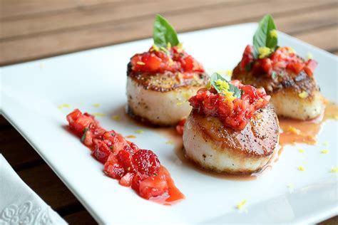 seared scallops seared scallops with strawberry basil salsa foudefoodmtl com