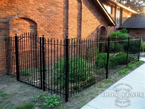 Fence - Gate : Which Iron Or Aluminum Fence Height Is Best For My Project