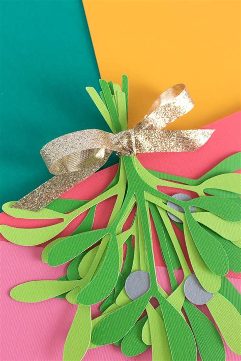 simple diy paper mistletoe  printable club crafted