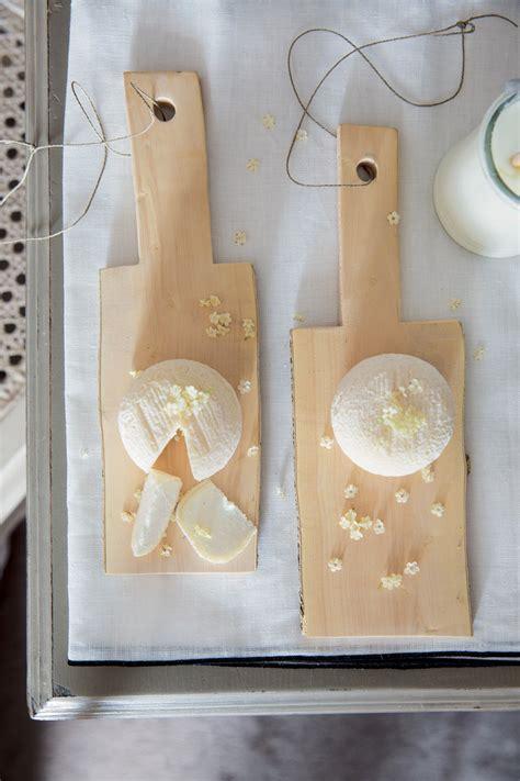 planche en bois cuisine découper soi même ses planches en bois pour la cuisine