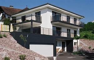 Haus Am Hang Bauen Stützmauer : das haus nutzt die bevorzugte hanglage optimal aus ~ Lizthompson.info Haus und Dekorationen