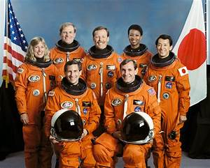 File:STS-47 crew.jpg - Wikimedia Commons