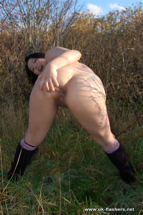 Seductive Busty Tigerr Benson Reveals Her Boobs And Juicy