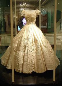 Jacqueline bouvier kennedy39s wedding dress and veil for Kennedy wedding dress