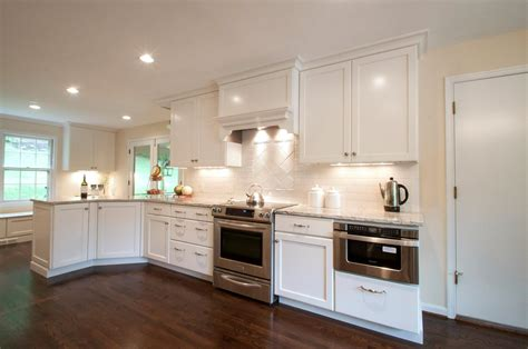 backsplash with white cabinets cambria praa sands white cabinets backsplash ideas