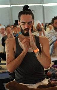 Russel Brand Staged A Walkout At A Yoga Studio Because Huh ...