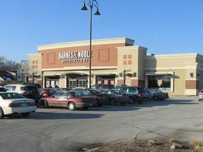 Barnes Noble Milwaukee by Hsa Commercial Acquires Barnes Noble Center Near