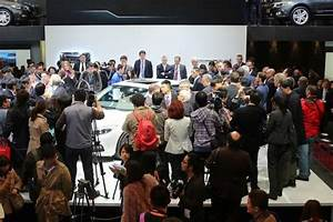 Carmakers race to China auto show despite market slowdown ...