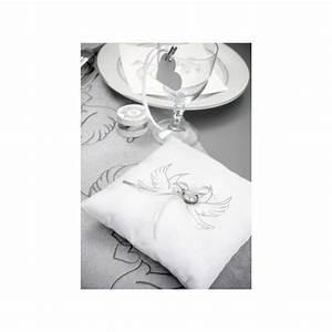Coussin Gris Et Blanc : coussin alliances colombes coton blanc coussins ~ Melissatoandfro.com Idées de Décoration