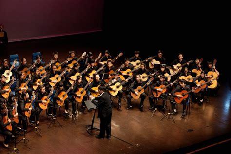 Berdasarkan kamus musik, ansambel ialah rombongan aktivitas alat musik dengan jenis aktivitas seperti yang tertera dalam identitasnya. Ansambel adalah: Klasifikasi, Pengelompokkan, Alat, Manfaat