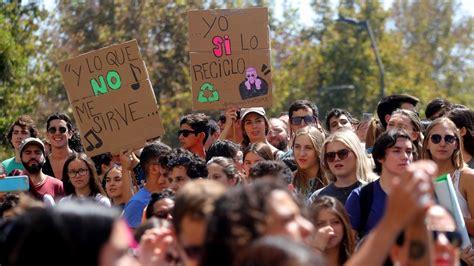 mas de  mil estudiantes marcha contra el cambio climatico