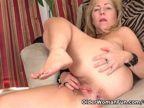American Milf Justine Pleasures Her Hairy Pussy Free