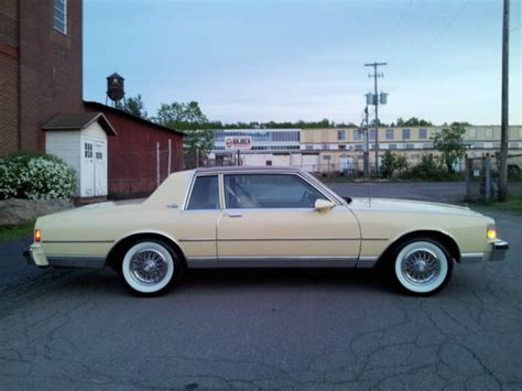 cleaning whitewall 1986 chevvrolet caprice landau coupe 2dr with