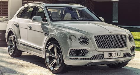 Bentley Bentayga Hybrid Plugs Into The Future At Geneva