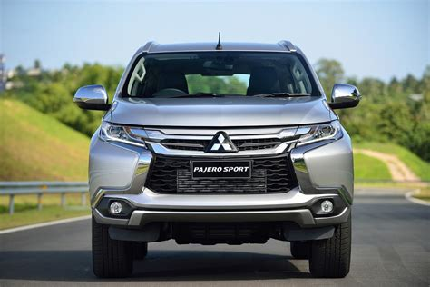 Strong horizontal elements, the higher hood and raised headlamp position create the confident face of the pajero sport. 2016 Mitsubishi Pajero Sport Finally Breaks Cover, You Can ...