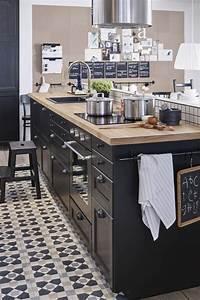 17 meilleures idees a propos de cuisines noires sur for Idee deco cuisine avec meuble en osier