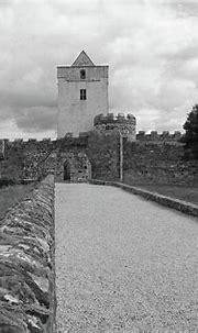 Doe Castle bw Photograph by Eddie Barron