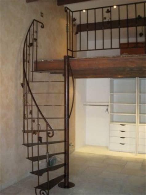 escalier en fer pour une mezzanine marseille ferronnier var 83 ferronnerie d la reinette