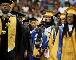 hijabi muslim graduates with honors about islam
