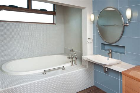 Soaking Tub Small Bathroom by A Glimpse Into The Types Of Soaking Tubs For Small Bathrooms