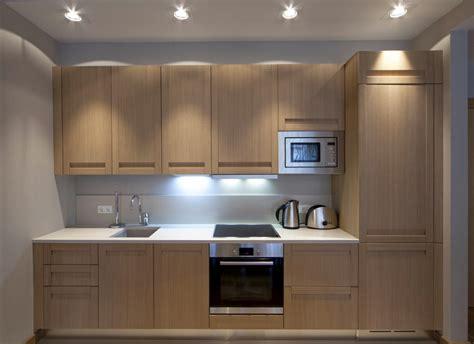 kitchen island with oven cocina pequeña moderna en roble fotos para que te