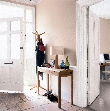 peinture pour sol farrow and dans escalier et entrée peinture et couleur pour une entrée de maison accueillante
