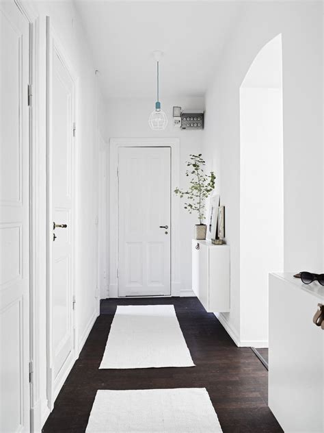 minimalisme pour  couloir au style scandinave entree