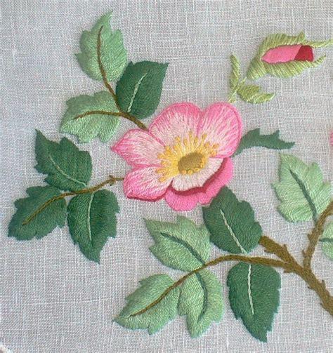 fiore la rosa il fiore mese la rosa ricamiamo insieme con rosanna