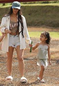 Kim Kardashian takes daughter North West out in Costa Rica ...
