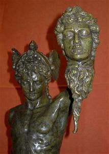 Perseus Slaying Medusa Bronze Statue By Benvenuto Cellini ...