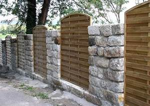 Sichtschutz Mauer Naturstein : sichtschutz holzelemente und steinmauer als ~ Michelbontemps.com Haus und Dekorationen
