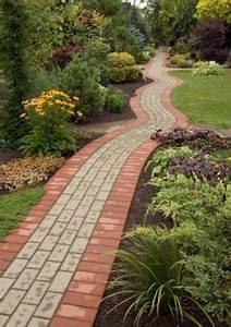 allee de jardin en paves idees terrasse pinterest With decoration allee de jardin 6 realiser une allee de graviers