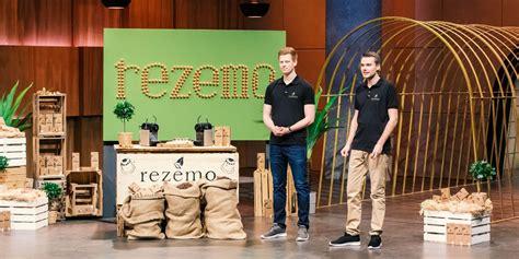 """Natürlich hält er auch bitcoin. Rezemo: Das kann die Holz-Kaffeekapsel aus """"Die Höhle der ..."""