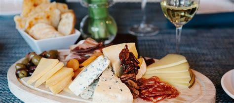 cuisine r騁ro food wine pairings el chorro