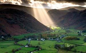 Green Light Shafts Of Light Work Their Way Across The Borrowdale
