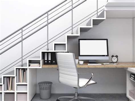 bon plan canapé combler l 39 espace vide sous l escalier 30 idées surprenantes