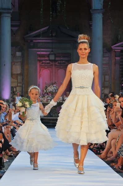 Abiti prima comunione bambina 2020 | abiti da damigella abiti da sposa colorati modello principessa 2019 2020 di tendenza. Abiti da comunione monnalisa 2020