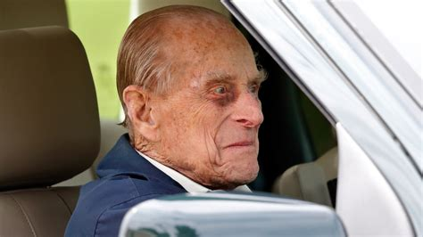 Prince Philip Finally Gives Up Driver's License After ...