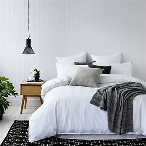 How to Decorate a Minimalist Style Bedroom in 6 StepsLuna