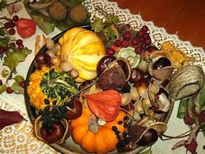 Herbst Dekoration Tisch : datei herbst deko 1 jpg wikipedia ~ Frokenaadalensverden.com Haus und Dekorationen