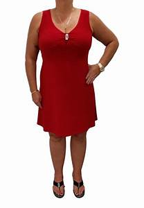 little red dress with v neck and pin modes gitane With robe rouge col v