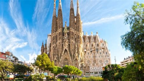 barcelona attractions top  places  visit lifestyle