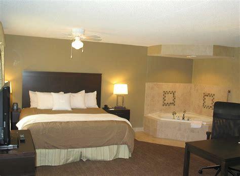 hotel avec jaccuzzi dans la chambre hotel avec bain a remous dans la chambre salle de bain