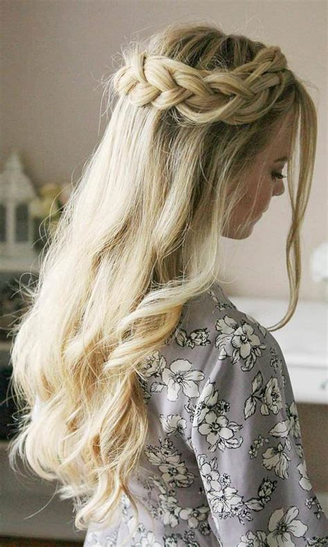fashionable prom hairstyles  year
