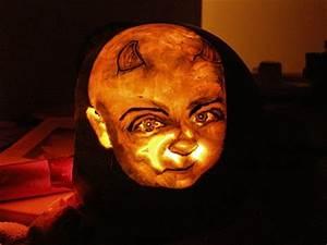 Kürbis Schnitzen Vorlage : dein gesicht auf einem k rbis halloween ~ Lizthompson.info Haus und Dekorationen