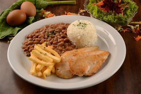 cuisine express file de frango acompanhado de arroz feijao batata frita